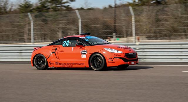 Une journée circuit avec le Caillet Racing Team à Dijon : passez à l'orange !