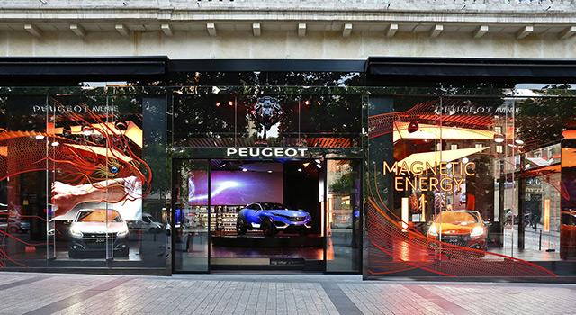 Photos & vidéo : nouvelle vitrine « Magnetic Energy » chez Peugeot Avenue à Paris !