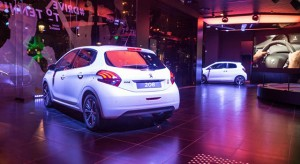 Photos : nouvelle vitrine « Drive To Tennis » chez Peugeot Avenue à Paris !