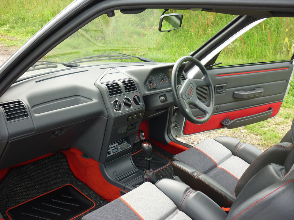 Peugeot 205 gti une youngtimer adjug e 36 000 for Interieur 205