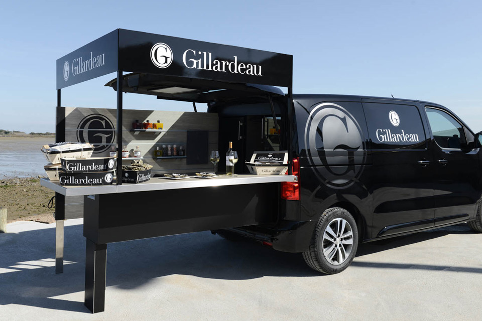 Peugeot design lab con oit un foodtruck version bar for Bar 96 food truck