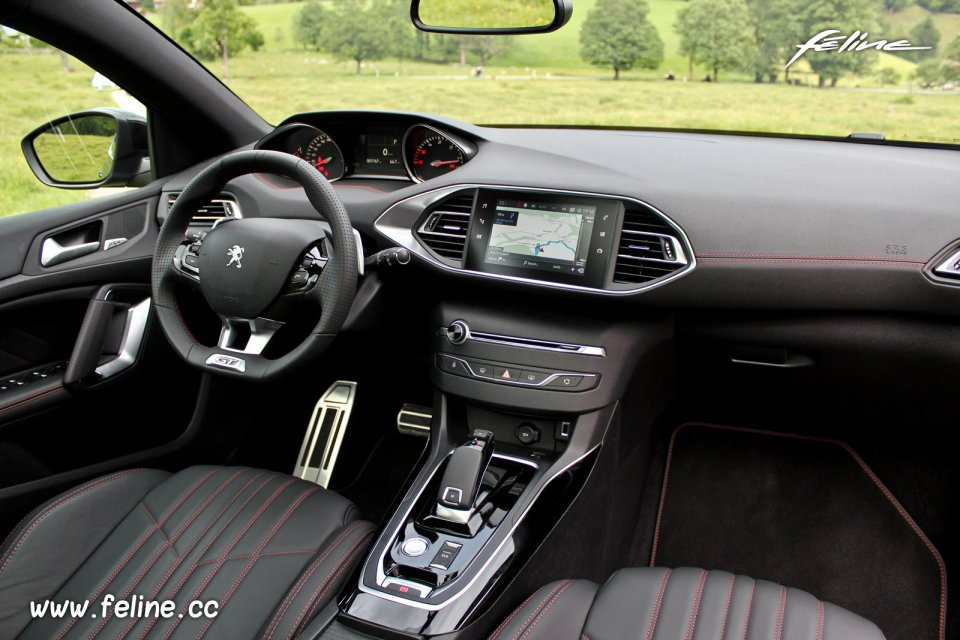 interieur peugeot 308 a l 39 int rieur de la peugeot 308 e hdi 115 ch geneve 2014 peugeot 308. Black Bedroom Furniture Sets. Home Design Ideas