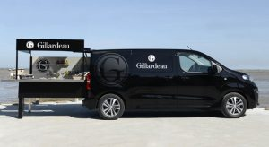 Peugeot livre quatre nouveaux foodtrucks à l'ostréiculteur Gil