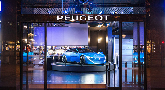 Photos vitrine « Augmented Technology » - Peugeot Avenue Paris 2017