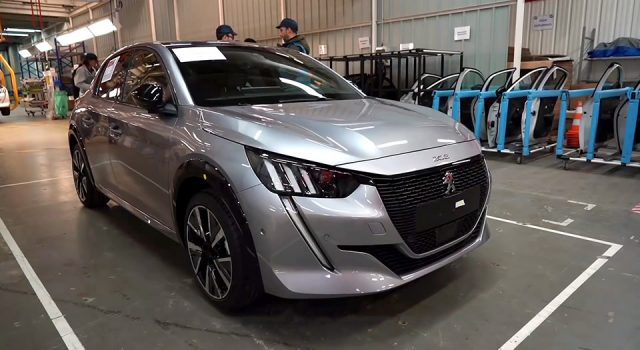 Vidéo : les secrets de fabrication de la Peugeot 208 II à Vélizy