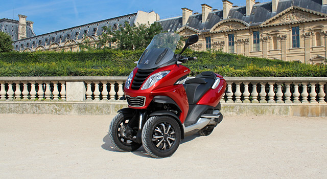 Essai du Peugeot Metropolis 400i, le premier scooter trois roues du Lion !
