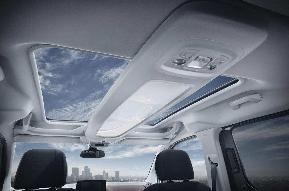 Photo toit vitré panoramique Zenith Peugeot Rifter