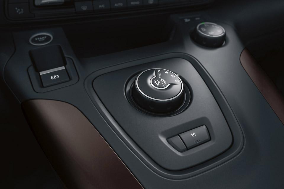 Photo frein à main et boîte automatique Peugeot Rifter