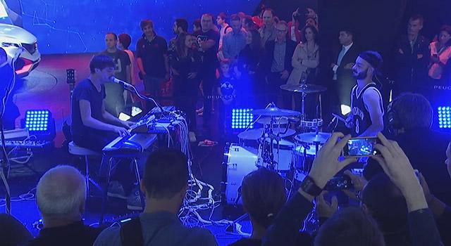 Vidéo : Concert d'ALB sur le stand Peugeot du Mondial de Paris 2014