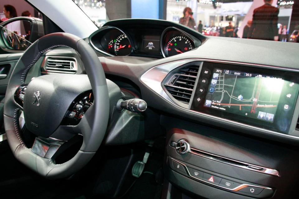 Photo Tableau De Bord Nouvelle Peugeot 308 Ii Salon De