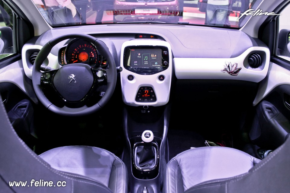 Photo int rieur cuir peugeot 108 top salon de gen ve for Interieur peugeot 108