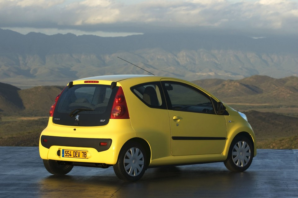 3 4 arri re statique peugeot 107 jaune citrus 1 010 photos peugeot f line. Black Bedroom Furniture Sets. Home Design Ideas