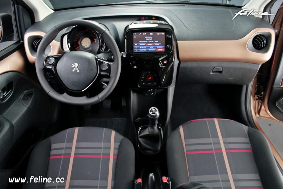 Photo tableau de bord Peugeot 108 Allure Aïkinite - 1.2 ...