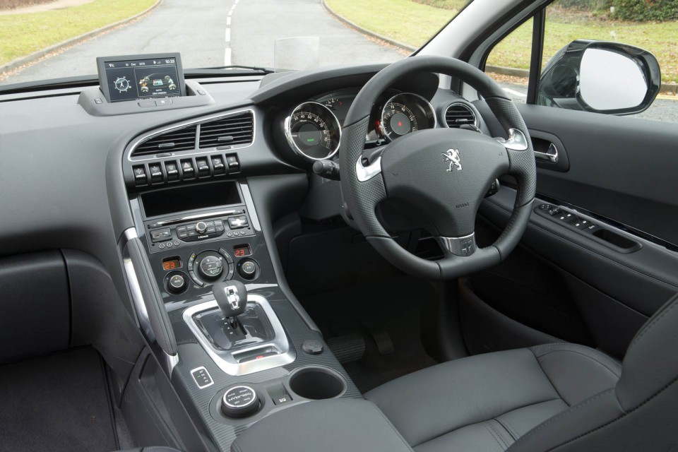 Photo int rieur cuir peugeot 3008 hybrid4 i restyl e 2013 for Interieur 3008