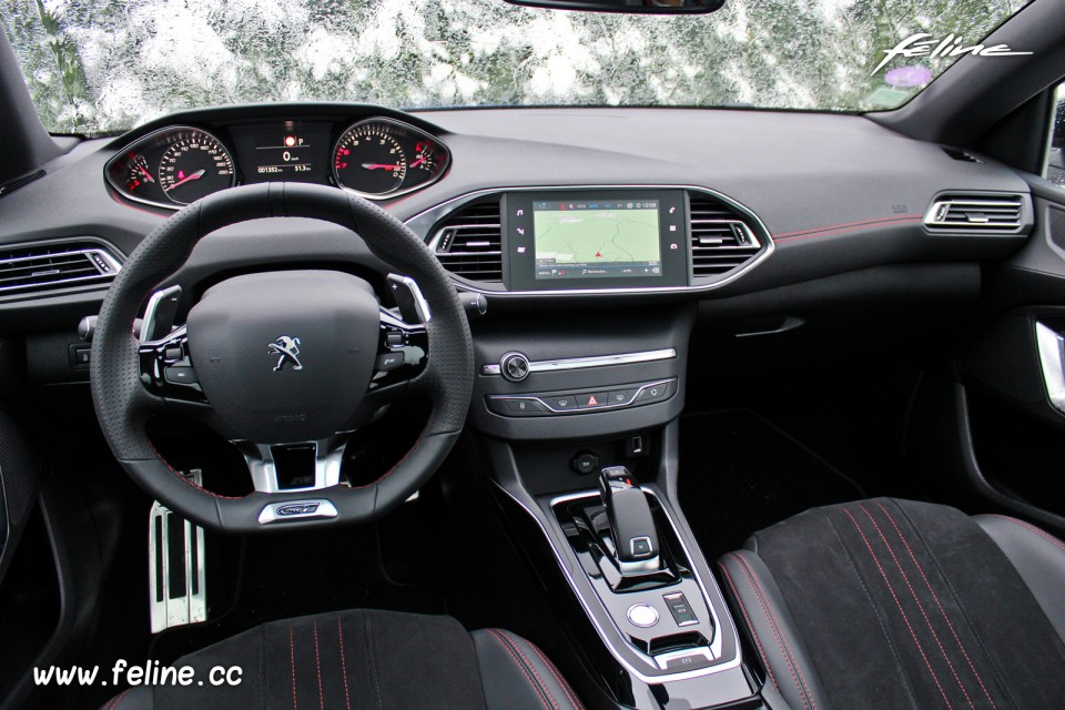 Photo int rieur peugeot 308 gt puretech 225 eat8 essais for Interieur 308 gt line