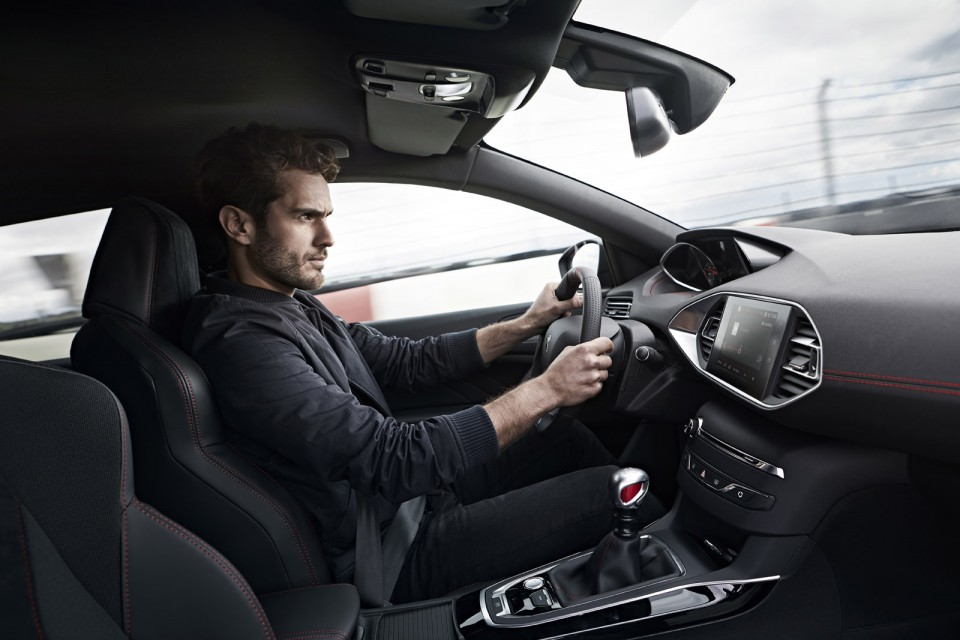Photo int rieur peugeot 308 gti by peugeot sport restyl e for Interieur 308 gti