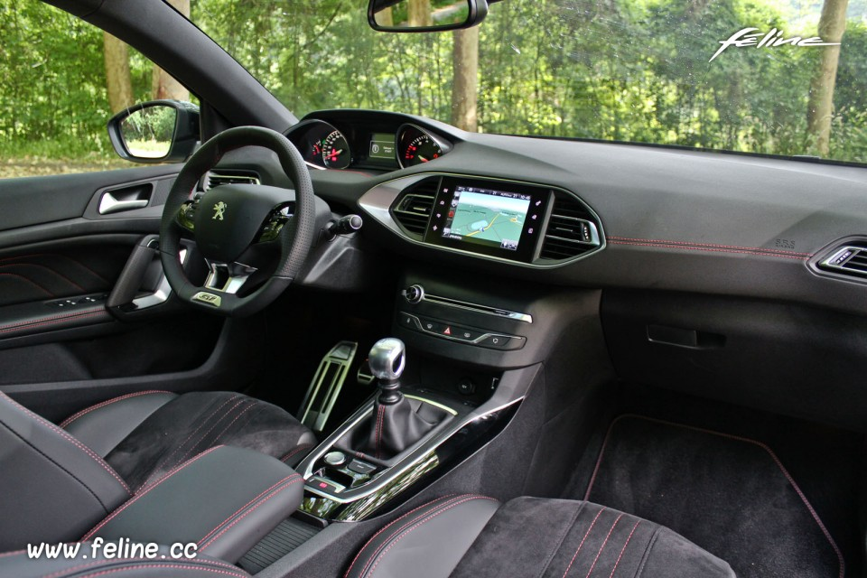 Photo int rieur peugeot 308 sw gt blanc nacr 1 6 thp for Interieur 308