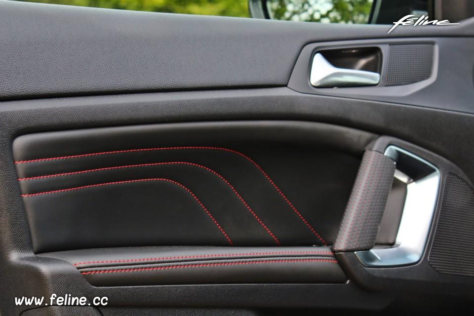 738510670bb7 Photo panneau de porte cuir Peugeot 308 SW GT Bleu Magnetic - 2 ...
