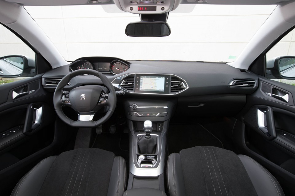 Photo int rieur mi tep alcantara noir peugeot 308 sw ii for Interieur peugeot 308