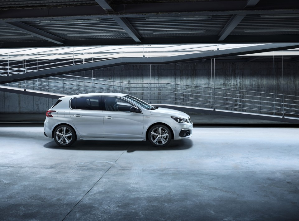 Photo officielle Peugeot 308 GT Line restylée (2017)