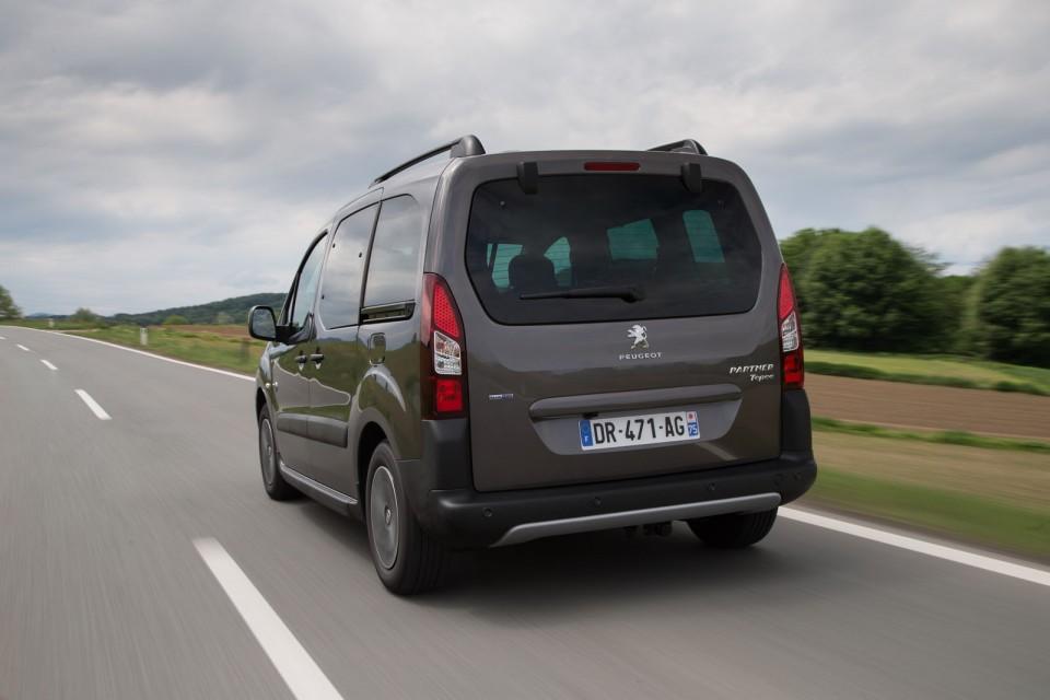 Photo officielle Peugeot Partner Tepee Outdoor Gris Moka ...