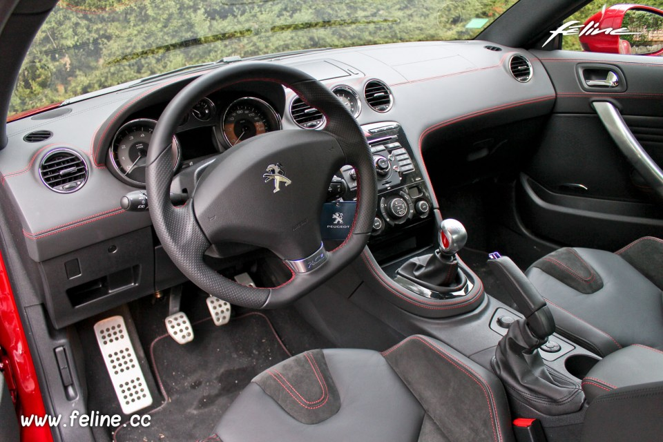 Photo int rieur peugeot rcz r rouge erythr e essais for Peugeot 308 r interieur